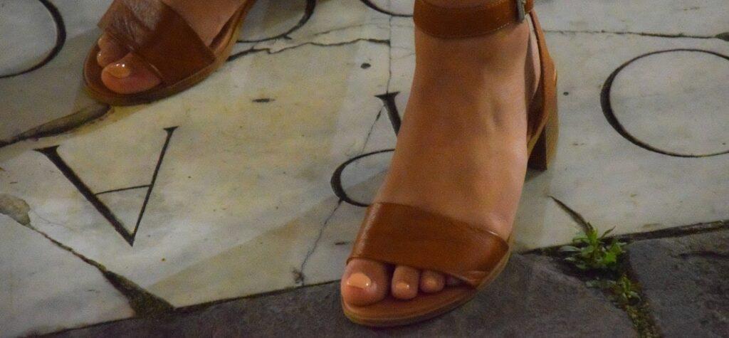 sandale cu tocuri joase